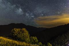 Viendo la Vía Láctea (picscarpemi) Tags: asturias conforcos estrellas landscape largaexposición naturaleza nocturna paisaje vacaciones víaláctea