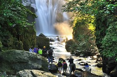 內洞瀑布 Nei-Dong Waterfall (Vincent_Ting) Tags: 內洞瀑布 烏來 台北 台灣 新北市 taiwan taipei waterfall stream silky milky 溪瀑 晨光 斜射光 rays morning rocks 岩石 內洞國家森林遊樂區 森林 forest nikon nature water sky 信賢瀑布 vincentting gettyimages