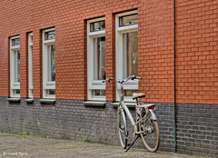 Bicycle-Architecture (Hindrik S) Tags: bike bicycle fyts fiets rad wall mauer muorre muur stone stien stein steen red read rot rood streetphoto street strasse strjitfotografy strjitte straat straatfotografie bollemansteeg liwwadden leeuwarden ljouwert lonelybike 2017 hdr paintshoppro x8 tamron tamronaf16300mmf3563dillvcpzdmacrob016