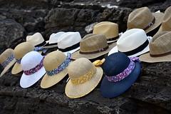 chapeaux (pianlux) Tags: cappelli chapeaux spiaggia scoglio ambulante vende fila infila appesi hats