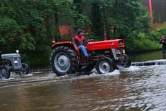 IMG_0472 (Yorkshire Pics) Tags: 1006 10062017 10thjune 10thjune2017 newbyhalltractorfestival ripon marchofthetractors marchofthetractors2017 ford fordcrossing river rivercrossing tractor tractors farmingequipment farmmachinery agriculture yorkshire northyorkshire