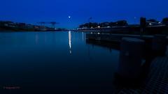 Rheinhafen Emmerich bei Nacht (Knalltakterfahrer) Tags: rhein nacht niederrhein spiegelung lichtschatten olympus hafen schiffe