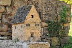 La petite maison en pierres (Hélène Quintaine) Tags: maison pierre dordogne lacypiere st crépin france toit façade volet porte