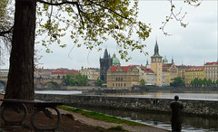 Prag, at the river (duqueıros) Tags: prag prague praha tschechien tschechischerepublik českárepublika city stadt altstadt fluss river brücke bridge karlůvmost karlsbrücke duqueiros