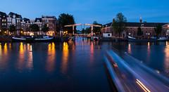 Walter suskindburg - Amsterdam (valecomte20) Tags: amstel nikon d5500 nuit sunset crépuscule pont bridge water eau night rivière