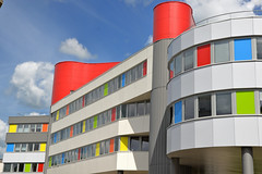 Palette (JDAMI) Tags: palette couleurs tons vif immeuble fenêtres ciel bleu nuages étages amiens somme picardie 80 france ville habitations nikon d600 tamron 2470 couleur color