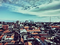 Good afternoon for a sunny day (EdjüŁpāÑ Rūsādī) Tags: indonesia bubutan jawatimur iphone6 vsco surabaya