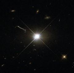 Anglų lietuvių žodynas. Žodis quasi-stellar radio source reiškia kvazi-žvaigždžių radijo šaltinis lietuviškai.