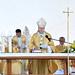 Erdő Péter bíboros, prímás szentbeszédet tart a Szent László-napok alkalmából tartott szabadtéri szentmisén, a győri Dunakapu téren