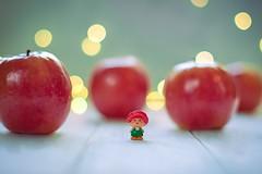 24/52: Tiny / Minúsculo (Cristina_BL) Tags: 7dwf apple manzana tiny stilllife bokeh bokehlicious