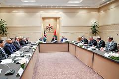 جلالة الملك عبدالله الثاني يترأس اجتماعا لمناقشة خطط الحكومة لتشجيع الاستثمار وتطوير بيئة الأعمال (Royal Hashemite Court) Tags: kingabdullahii hmkjo جلالة الملك عبدالله الثاني jordan الأردن royalhashemitecourt rhcjo الديوان الملكي الهاشمي