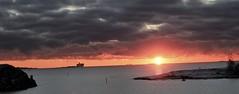 IMG_0197 (www.ilkkajukarainen.fi) Tags: happylife museumstuff auringonlasku sun set aurinko sea meri vikingline uunisaari kaivopuisto suomi suomi100 finland sky kalliot rocks salmi taivaanranta