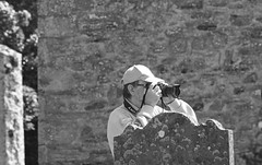 Shooting the Kirk! (Elisafox22 slowly catching up again!) Tags: elisafox22 sony ilca77m2 100mmf28 macro macrolens telemacro happymonochromebokehthursday hmbt bokeh sunshine stone stonewalls kirk photographer camera shooting graveyard gravestone auchterless aberdeenshire scotland monochrome blackandwhite monotone shadows bw mono greyscale elisaliddell©2017