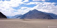 12-07-01 India-Ladakh (154) Valle Nubra R01 (Nikobo3) Tags: asia india ladakd jammu kashmir kachemira karakorum himalayas panasonic panasonictz7 tz7 nikobo joségarcíacobo flickrtravelaward ngc paisajes viajes travel valledenubra