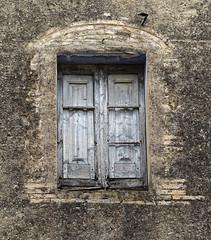 ESPINAVESSA - FINESTRA (Joan Biarnés) Tags: espinavessa altempordà girona catalunya sonyrx100m3 224 finestra ventana