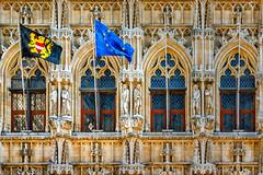 HWW in Leuven, Flanders, Belgium (Janos Kertesz) Tags: leuven löwen flanders flandern brabant belgien belgium windows windowswednesday gotik fahne europa