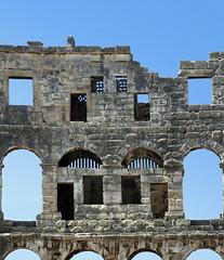 Pola - particolare dell'anfiteatro romano (mluisa_) Tags: croazia pola anfiteatroromano