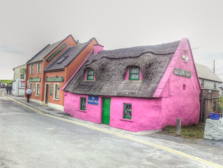 Ireland - Pink cottage in Doolin