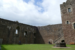P1000073 - Doune castle (inner ward) (marc_vie) Tags: schottland scotland doune castle chateau burg perthshire burghof