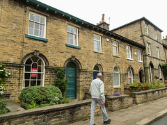 226 -  Saltaire - Houses with front gardens for Overlookers (1 of 1) (md2399photos) Tags: 2jun17 almshouses davidhockney robertspark saltaire saltaireunitedreformedchurch saltsmill victoriahall