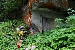 Infanteriebunker La Baume West A0867 ( Bunker - A 867 ) der Sperre - Sperrstelle La Baume der Grenzbrigade 2 aus dem zweiten Weltkrieg an der Strasse La Baume - Montpugin bei Le Locle im Neuenburger Jura im Kanton Neuenburg - Neuchâtel der Schweiz (chrchr_75) Tags: hurni christoph chrchr chrchr75 chriguhurni chriguhurnibluemailch juli 2017 hurni170708 schweiz suisse switzerland svizzera suissa swiss sammlungkleinesstachelschwein kleinesstachelschwein albumkleinesstachelschweingrenzbrigade21 grenzbrigade2 landesverteidigung brigade frontière
