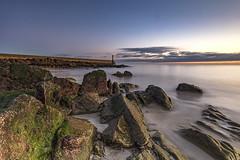 Plage de Trescadec (Ronan Follic photographies) Tags: raoulic france bretagne finistere brittany breizh plage beach phare lighthouse sea mer seascape digue rochers canon manfrotto ronanfollic