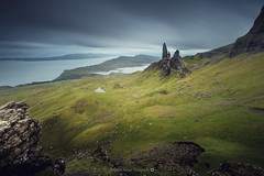 Old Man Of Storr @Isle of Skye (Benjamin MOUROT) Tags: bleu scotland écosse scottish uk greatbritain unitedkingdom benjaminmourot canon 7dmkii 7d 7dmarkii 1022mm photoshopcs6 lightroom6 nature view pov poselongue longexposure retardateur lente filtre nd1000 nd110 geotaged leefilter nisifilter bigstopper dark cloudy windy rain green moutain landscape paysage storr skye isle island old man clouds