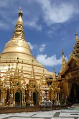 Shwedagon Pagode (Verte Ruelle) Tags: burma birma yangon myanmar asia urban streetphotography downtown sunday girl girls asian rangoon southeastasia streetlife buddhism buddha religion tourism vacation holiday naypyitaw