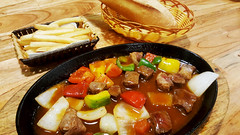 Diced beef (Roving I) Tags: diced beef restaurants dining chips frenchfrieds breadrolls danang woodentables timber baskets onion peppers sauce cuisine vietnam