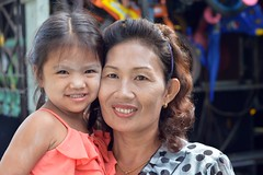 with grandma (the foreign photographer - ฝรั่งถ่) Tags: cute girl child grandma grandmother khlong thanon portraits bangkhen bangkok thailand