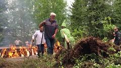 IMG_9001 (RundgrenR) Tags: video tar turkansaari museum turkansaarenulkomuseo oulu finland tervanpoltto tervatonttu juhannus midsummer suomi perinnetradition