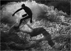 Der Schattenmann (maxmedl) Tags: münchen munich eisbach isar sport surfen surfing surfer wellenreiter welle wave wellenreiten schatten shadow mann men hombre wasser water river fluss monochrome schwarzweiss blancoynegro bn sw bw blackandwhite freizeit