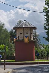 Nationalismo catalán (Arnold Metselaar) Tags: gebouw wolkenlucht fietsvakantie spain toren vlag puigcerdà