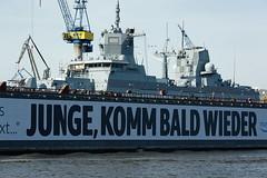 """Fregatte F222 """"Baden-Württemberg"""" im Trockendock (hu.roescheisen) Tags: hafen bundeswehr marine blohmvoss f222 badenwürttemberg hamburg elbe werft fregatte"""