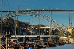 antico e moderno sul  Duero (santi_riccardo) Tags: porto portogallo duero douro barche ponti treno oporto
