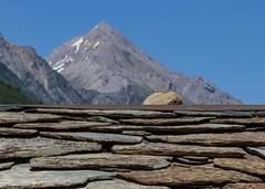 Toit en lauzes (pierres) (Larch) Tags: landscape mountain suisse switzerland valais plancerisier toit roof pierre lauze stone tradition alpes alps faitage ridging