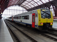 NMBS/SNCB 4172 @ Antwerpen Centraal (Sim0nTrains Photos) Tags: nmbssncb sncb nmbs class41 dieselmultipleunit alstom dmu nmbsclass41 sncbclass41 4172 antwerpencentraalstation antwerpencentraalrailwaystation antwerpencentraal