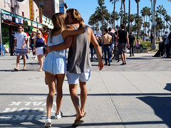 California Love (tamasmatusik) Tags: california californialove love couple venicebeach venice streetpic streetphotography boardwalk spring people kiss kissing socal losangeles sonynex sony nex3n milc 35mm streetwear street