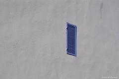 Seule (Loran de Cevinne) Tags: façade volet fenêtre crépis enduit var provence france graphisme