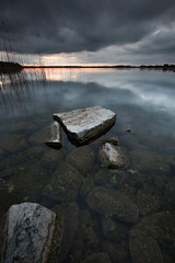 Dark sky - Lake Alstern (- David Olsson -) Tags: karlstad sweden värmland lake alstern kronoparken water seascape landscape lakescape rocks stones stenar vatten reed sunset sundown cloudy clouds darksky ominous shallow slippery outdoor leefilters 06hard gnd grad nikon d800 1635 1635mm 1635vr vr fx davidolsson 2017 may maj