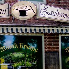 Zaubermaus (p.schmal) Tags: olympuspenepm2 hamburg farmsen raucherkneipe