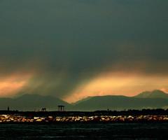 Virgas (Robyn Hooz) Tags: rain pioggia spiaggia virga virgas nuvole clouds scoglio scogli rocks diga sottomarina
