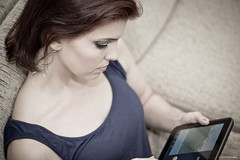 """Playing """"Angry Birds"""" (Vinicius_Ldna) Tags: 5795 portrait girl woman pretty angrybirds android playing canon 50mm 50tinha londrina brazil"""