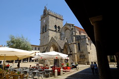 FXT16443 (Enrique R G) Tags: iglesia igreja oliveira largo portugal guimarães fujitx1 fujinon1024