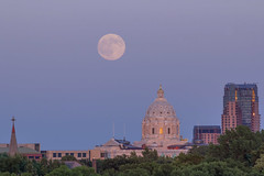 Buck Moon over MN State Capitol (Sam Wagner Photography) Tags: buck july full moon telephoto close up moonrise rise sunset dusk st paul minnesota state capitol building jackson cray galtier plaza church steeple classic midwest america travel tourism