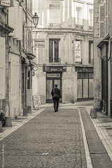 Alone - Angoulême (Giancarlo - Foto 4U) Tags: giancarlofoto c 2014 24120mm angoulême stphotographia street nikon d800
