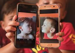 Besitos. 353/365. (anajvan) Tags: niños juntos hermanos telefono