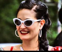 Bezaubernde Frau der 60er (ingrid eulenfan) Tags: wavegotiktreffen 2017 leipzig le wgt wave wgt2017 gothicfestival gothic gotik gotic gotica gotiche gotisches gothicanhänger schwarzeszene szene goths sonyilca77m2 accessoires festival portrait frau retro 60er