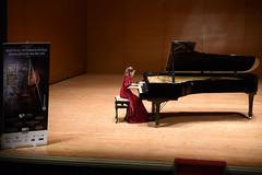 La niña rusa Sophia Voronina al piano