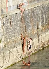 Klettern im Letten, Zürich (Sekitar) Tags: zürich zurich switzerland schweiz suisse svizzera svizra zh kanton klettern letten limmat river climbing bathing